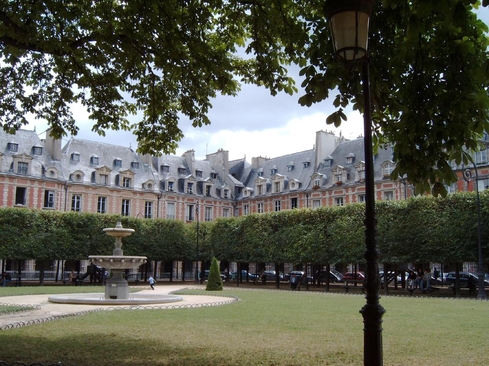 Jardines en la Plaza de los Vosgos