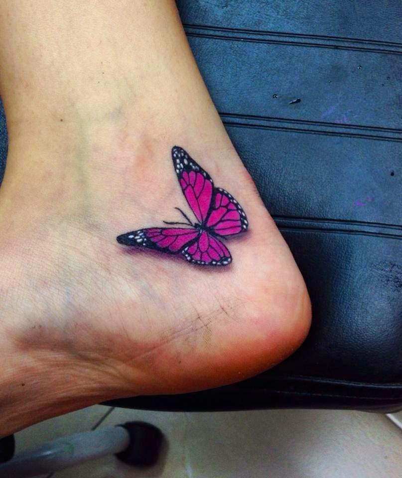 Tatuaje de mariposa en el talón