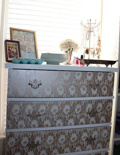 SuburbanSpunkDesign.com : Chantilly Lace and a Pretty...Dresser