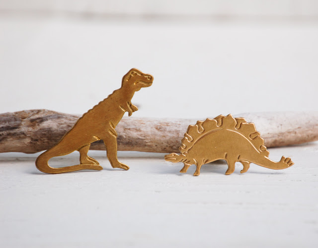https://www.etsy.com/shop/redtruckdesigns/search?search_query=tie+pin+dinosaur&order=date_desc&view_type=gallery&ref=shop_search