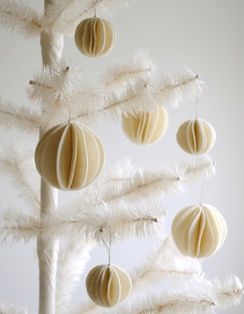 Purl+Bee+Tutorial+felt snowball ornaments425 Christmas DIY Felt Decorations For Your Home