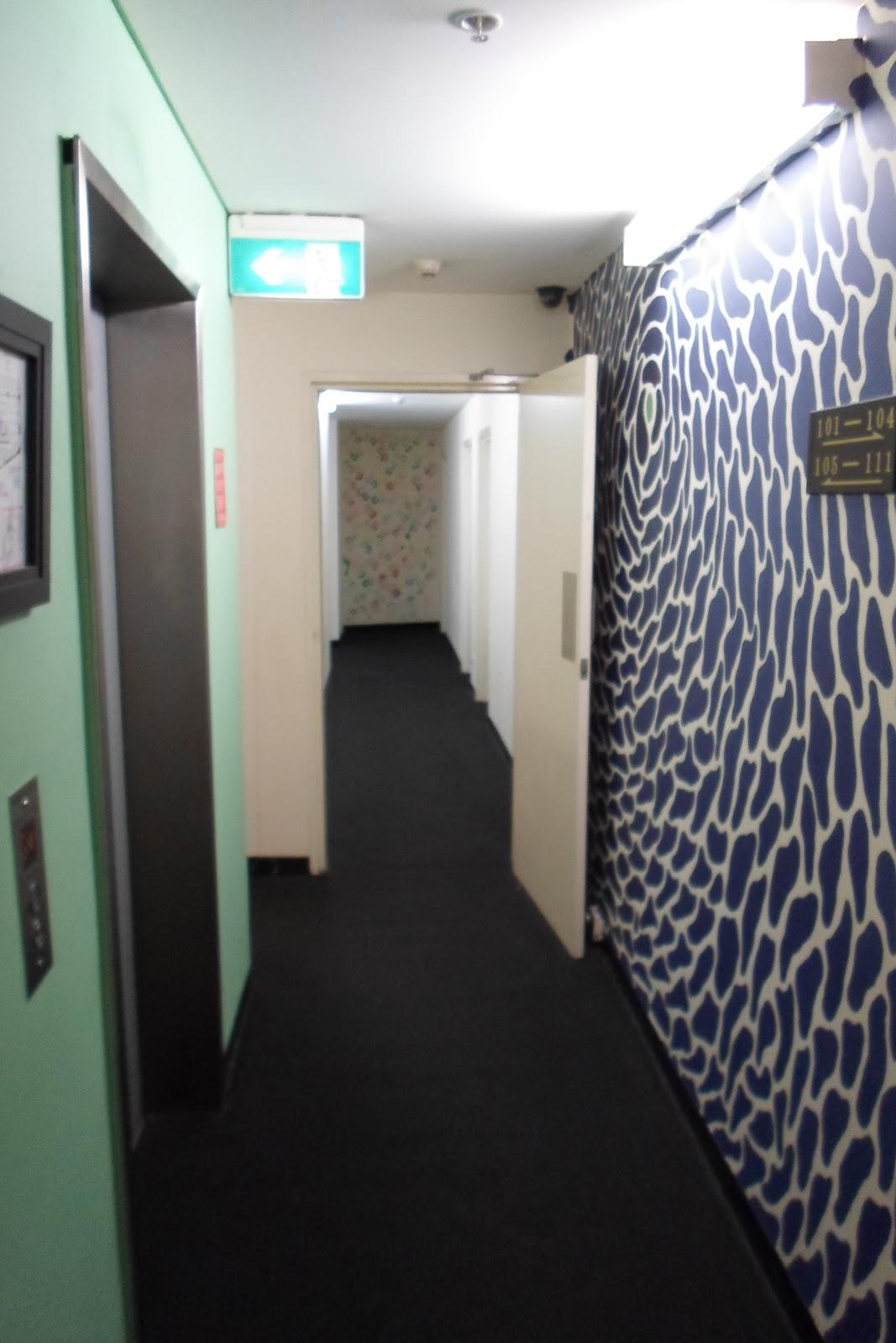 my roaming backpack world wide sydney australia. Black Bedroom Furniture Sets. Home Design Ideas