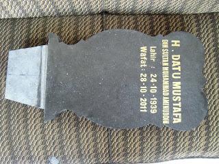 """<img src=""""Tampak atas -Nisan Kembang granit.jpg"""" alt=""""Tampak atas -Nisan Kembang granit tulungagung"""">"""