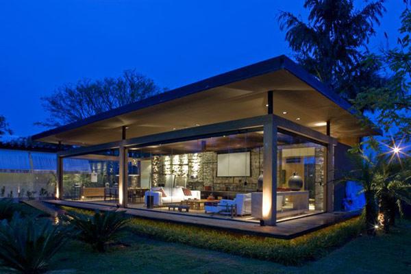 Traumhaus mit Glasfront und riesigem Garten