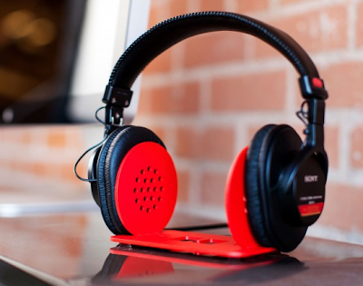 headphone stand, steel, red