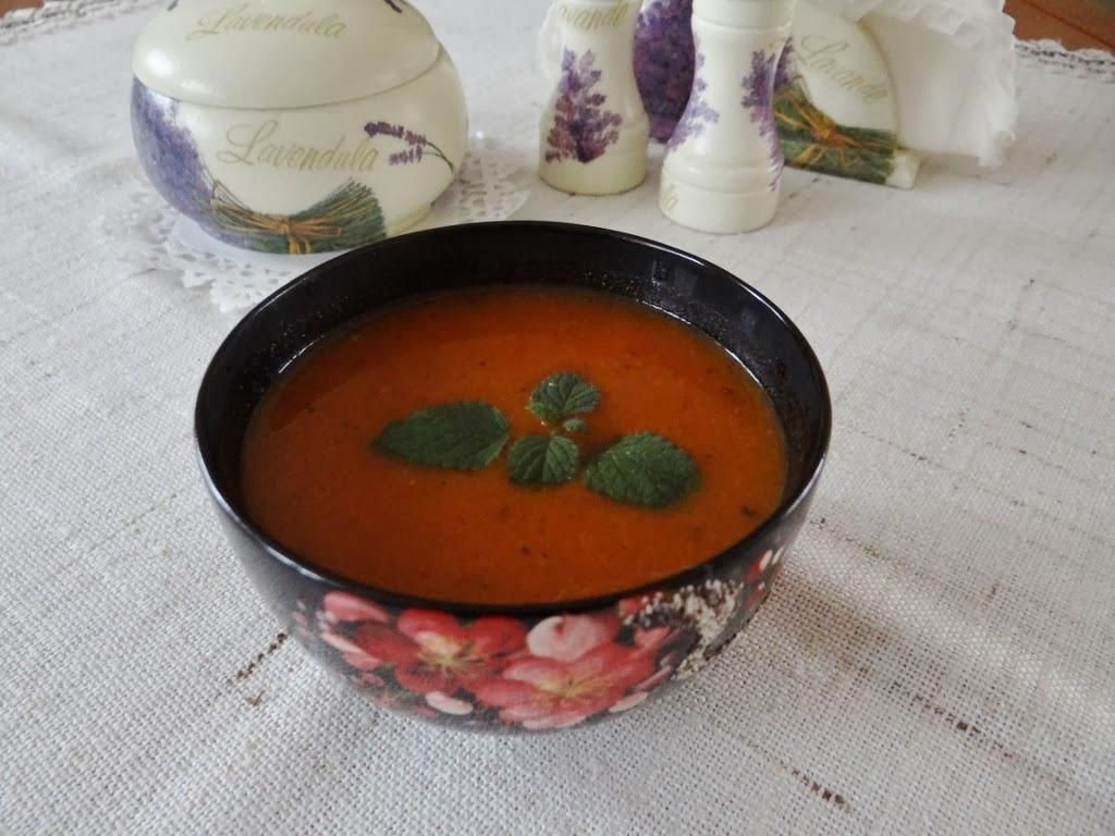 Rozgrzewająca zupa marchewkowo-pomidorowa z imbirem