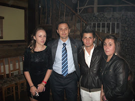 Cu elevii  Mihaela Ciudin, Liviu Vrânceanu şi Adelina Lupu, Roznov, Balul Bobocilor, 26.10.2012...