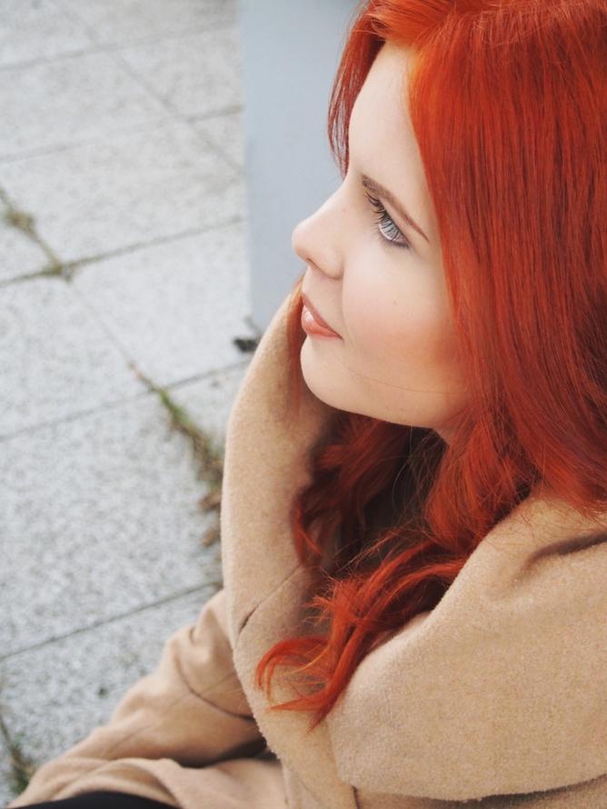 luonnollinen saattajat punaiset hiukset