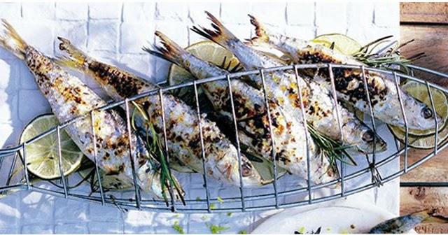 Les sardines grill es au barbecue les pieds sous la table - Sardine grillee au barbecue ...