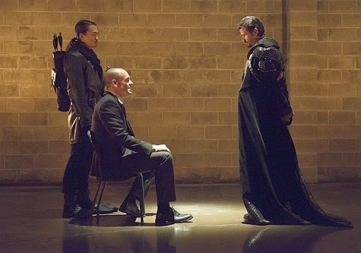 Review Arrow S03E18. Public Enemy
