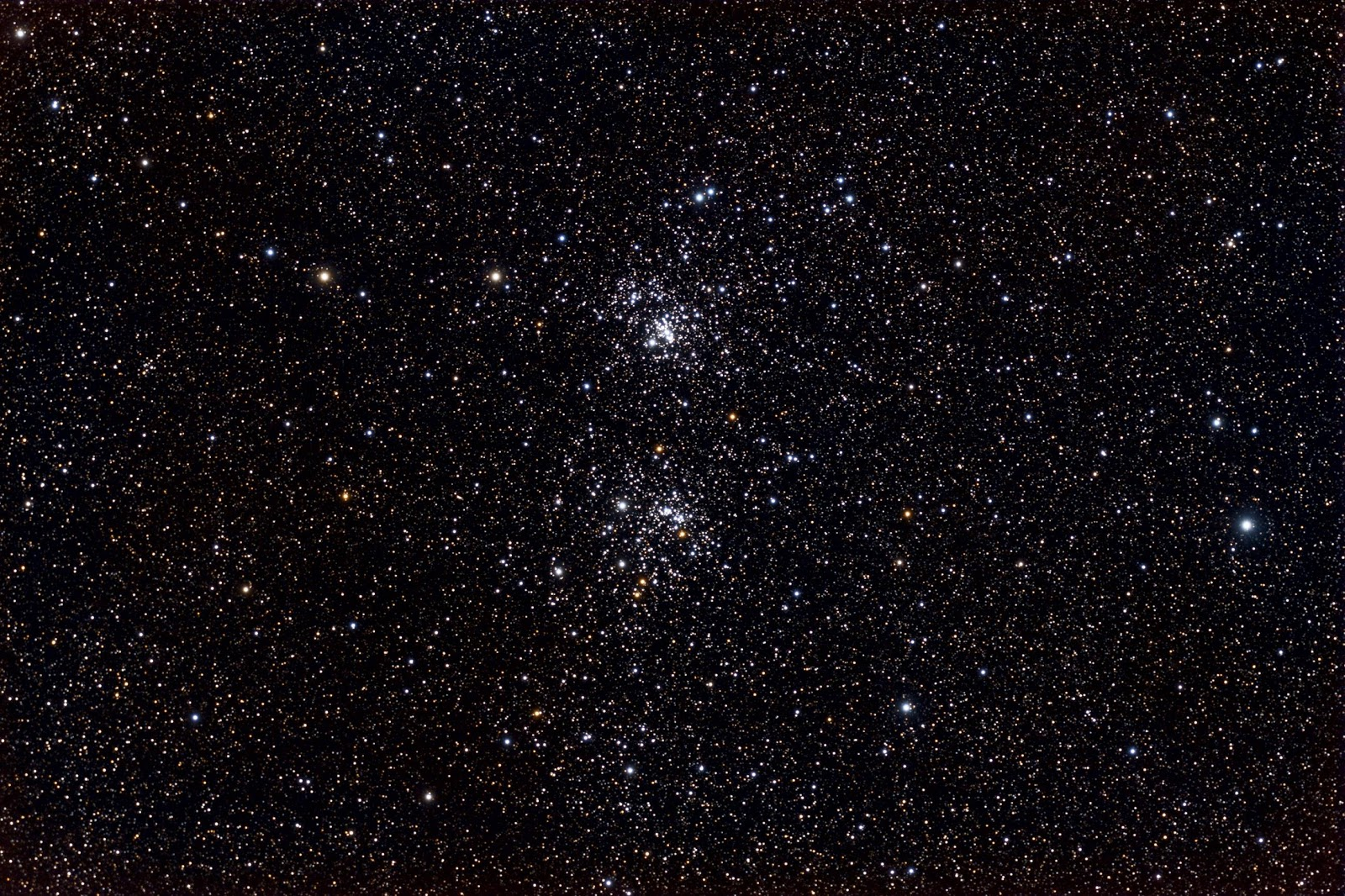 Cụm sao đôi gồm NGC 896 và NGC 884. Tác giả : ItFrightensMe.