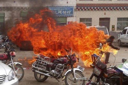 Aksi Bakar Diri di Tibet, Bakar Diri