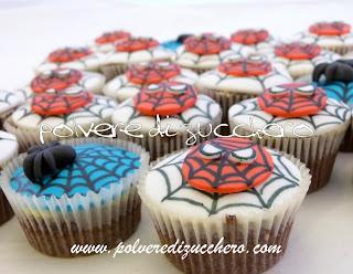 Cupcake uomo ragno polvere di zucchero cake design e for Decorazione torte e cupcake
