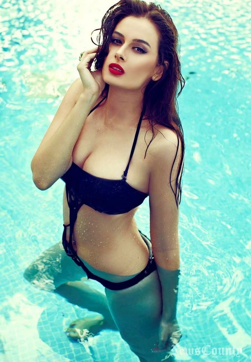 Evelyn Sharma wet in pool