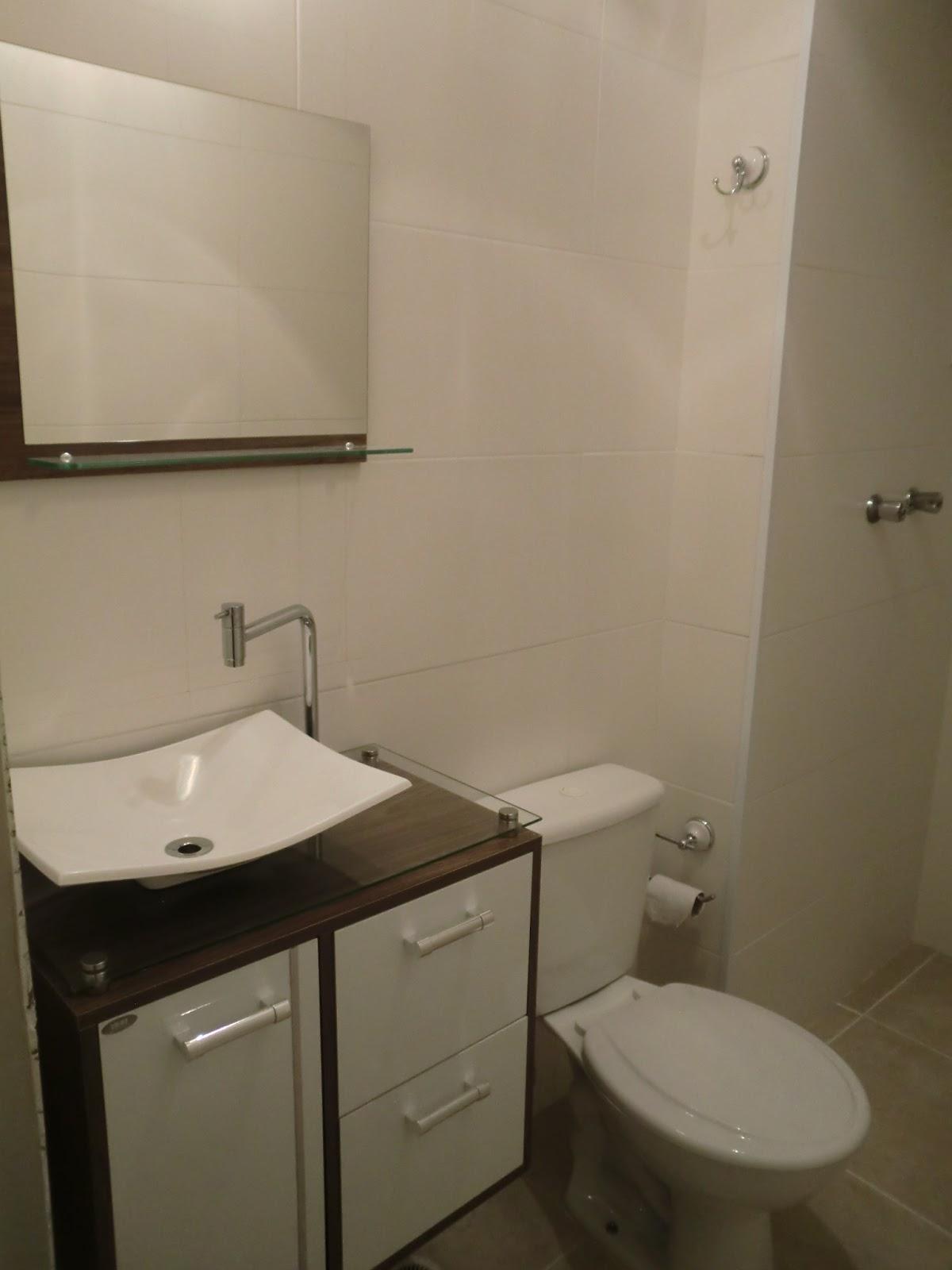 Por um pouco mais de cor, por favor Ou como colar pastilhas de vidro por cim -> Armario Para Banheiro Na Dicico