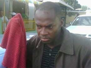 Un oficial de la M. de G. que participaba en la distribución de dinero junto Bobea ha sido golpeado y desarmado