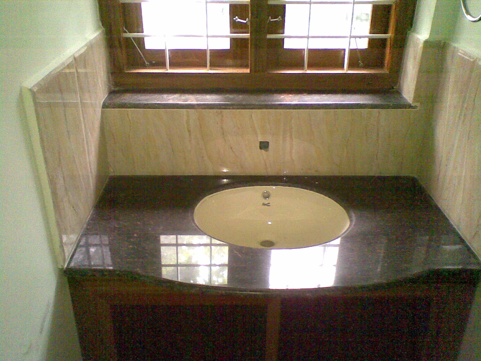 Kerala real estate listings new 4 bedroom 2550 sq ft for Dining room wash basin designs