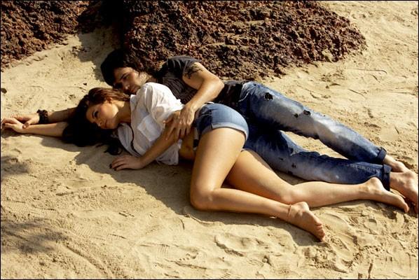 Jacqueline Fernandez & Emraan Hashmi sexy Romantic Photos for Murder 2 Movie