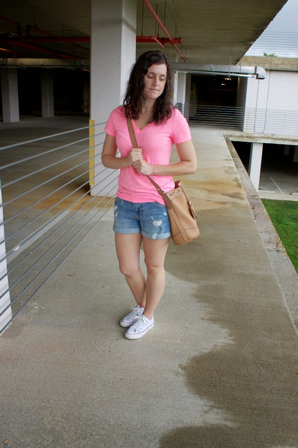 Target tee, v neck tee, old navy shorts, back to school, old navy bucket bag, converse