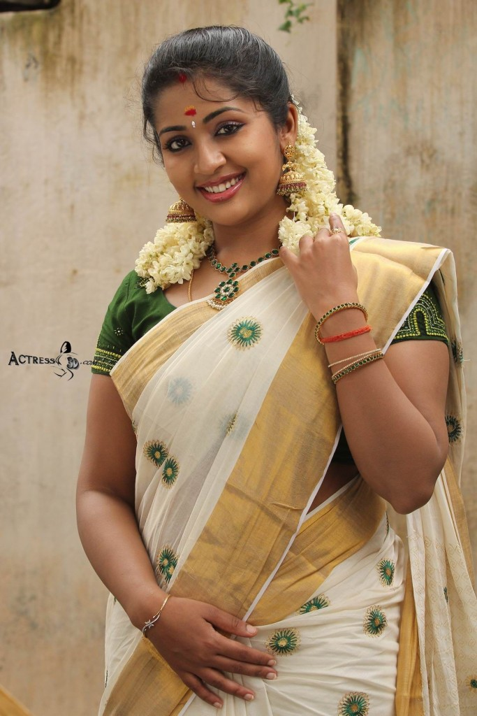 Navya Nair Hot Saree Navel Photos