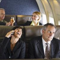 FCC Kini Bolehkan Anda Aktifkan Ponsel di Penerbangan AS