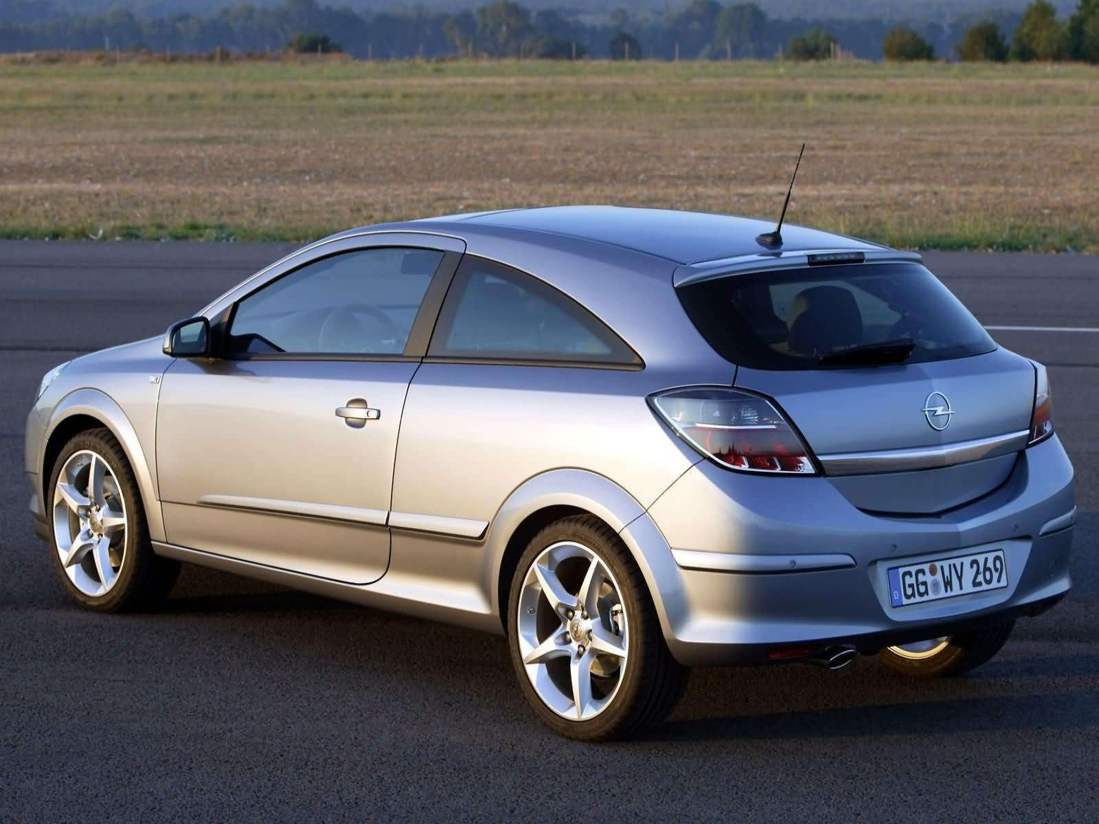 Car and car zone opel astra gtc with panoramic roof 2005 new cars opel astra gtc with panoramic roof 2005 vanachro Images