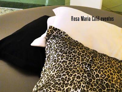 almofada preta, almofada branca, almofada preta puff redondo, decoração, aniversário