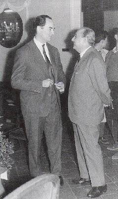 Alberic O'Kelly conversando con Agustí Pujol en el Torneo Internacional de Ajedrez Tarragona 1957
