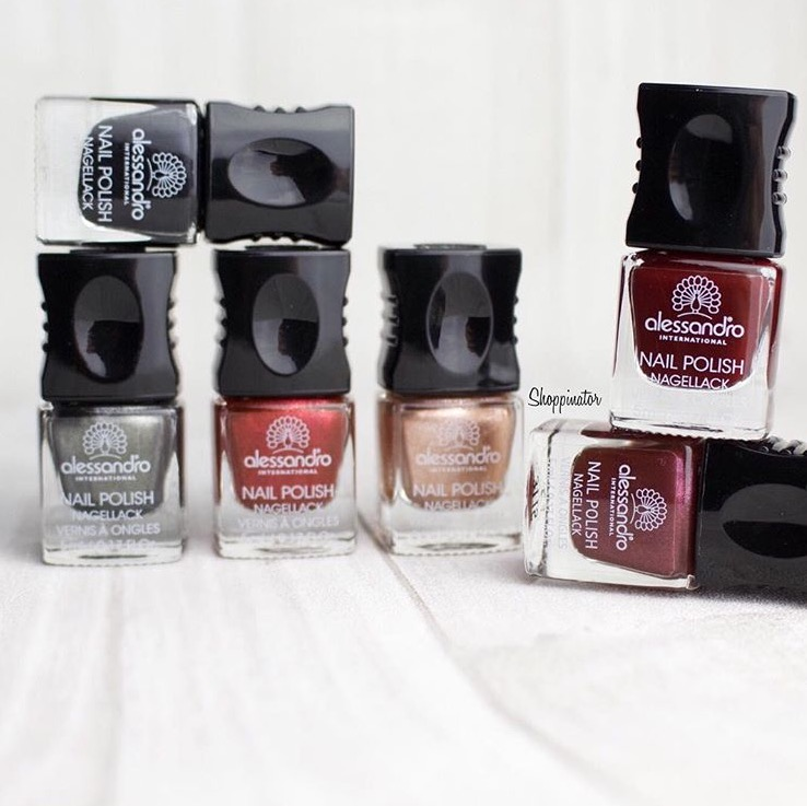 Shoppinator-Alessandro-Herbst-LE-limitiert-2015-autumn-Nagellack-Nailpolish-Swatch-Swatches-Review-Metallic-Pret-a-porter-Silk-Champagne-Grey-Silk-Satin-Sensation-Matt-Velvet-Taupe-Deluxe-rot-roter-Lack