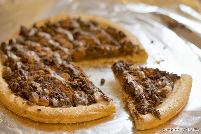 Persnickety Plates: Chocolate & Peanut Butter Dessert Pizza