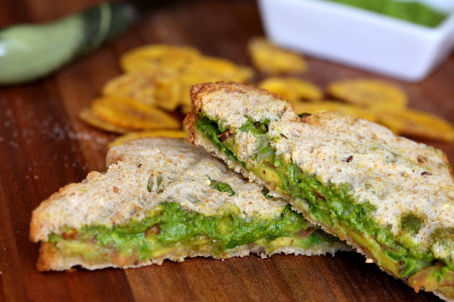 Foodilicious: Avocado Sandwich With Arugula Pesto