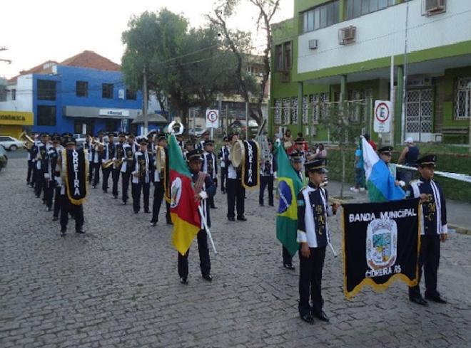 Campeã Estadual do 15° Campeonato de Bandas e Fanfarras da AGB - 2011 Cat: Banda Musical juvenil