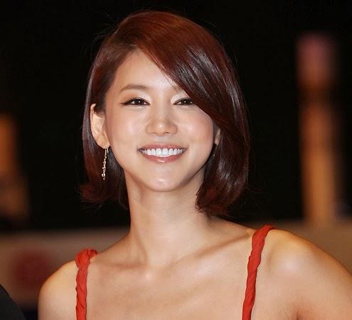 Beberapa artis korea sempat menjadi perbincangan karena memakai busana ...