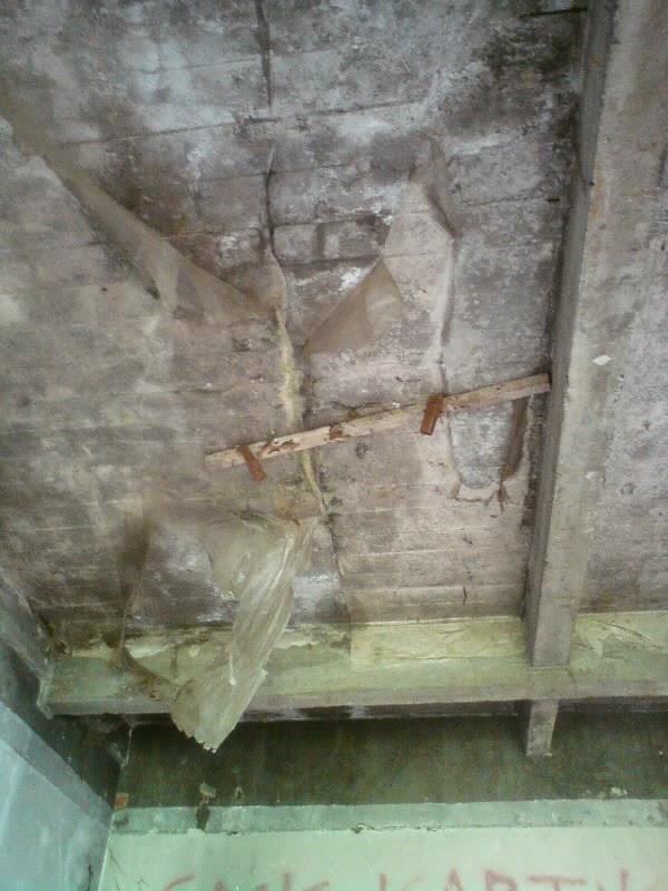 rumah hantu darmo lantai 1 plafon