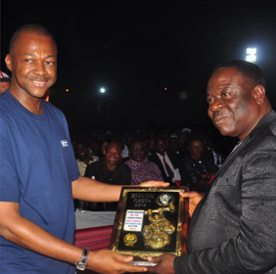 Lengendary Nollywood actor and comedian, John Okafor popularly known as Mr Ibu was awarded the best best comedian of the year by the Enugu state government.