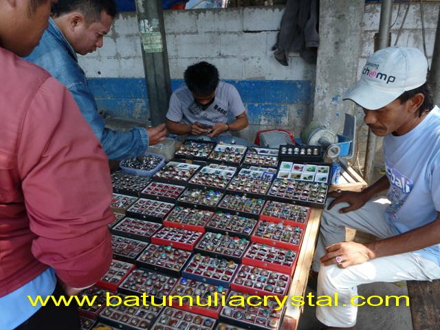 ... GEMSTONES: Jl. Kiasnawi Pasar Anyar, Pasar Batu Mulia Kota Tangerang