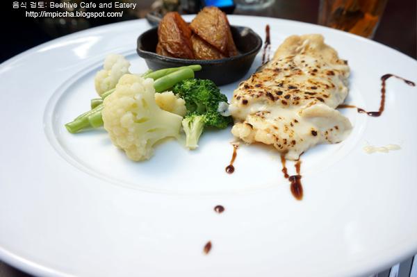 Dorry au grattan beehive Cafe Bandung