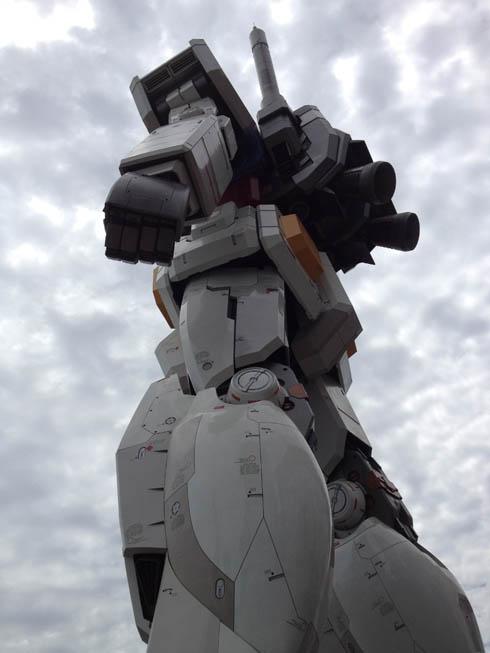 Il gundam gigante di odaiba e capcom bar nuff