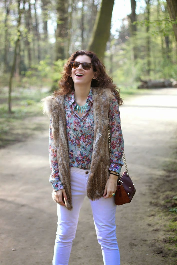 http://www.inlovewith-fashion.com/2014/04/flower-blouse.html