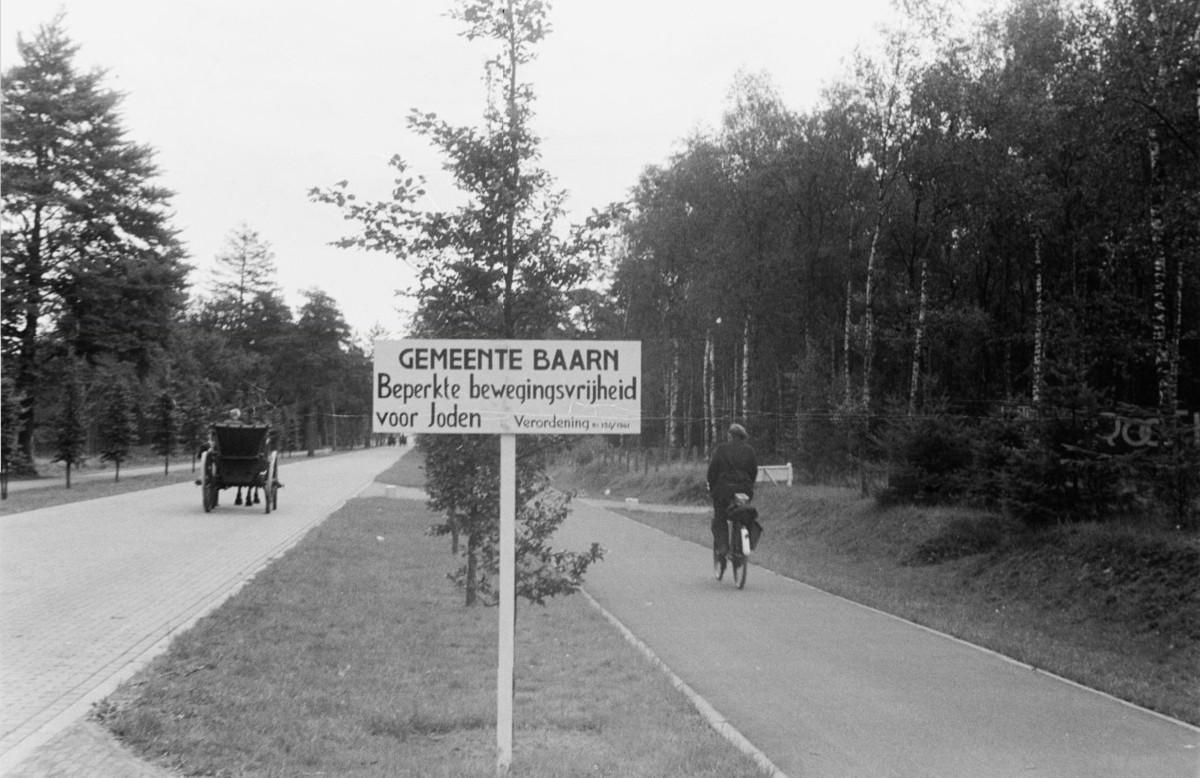 Hilversumsestraatweg+voor+Groot+Kievitsdal+in+de+oorlog+1941+joden.jpg: groenegraf.blogspot.com/2012/07/joden-niet-gewenscht-in-baarn_16.html