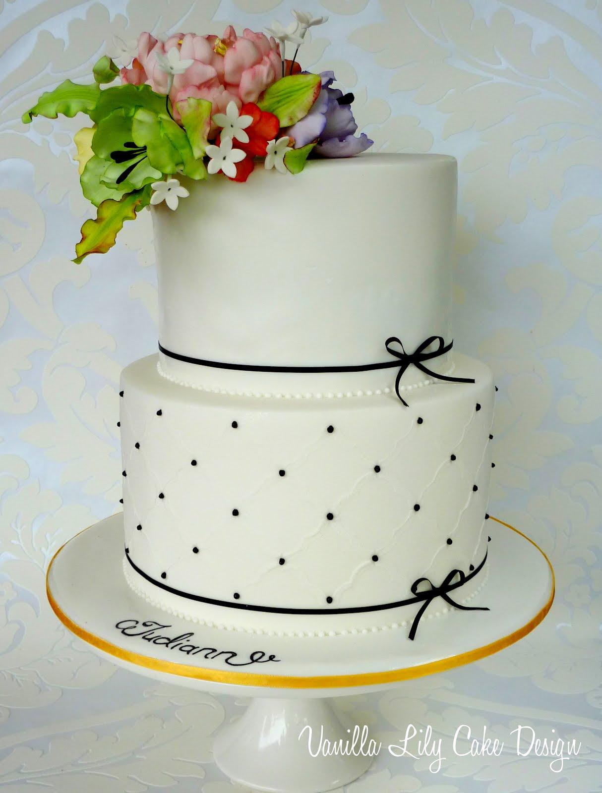 Vanilla Lily Cake Design