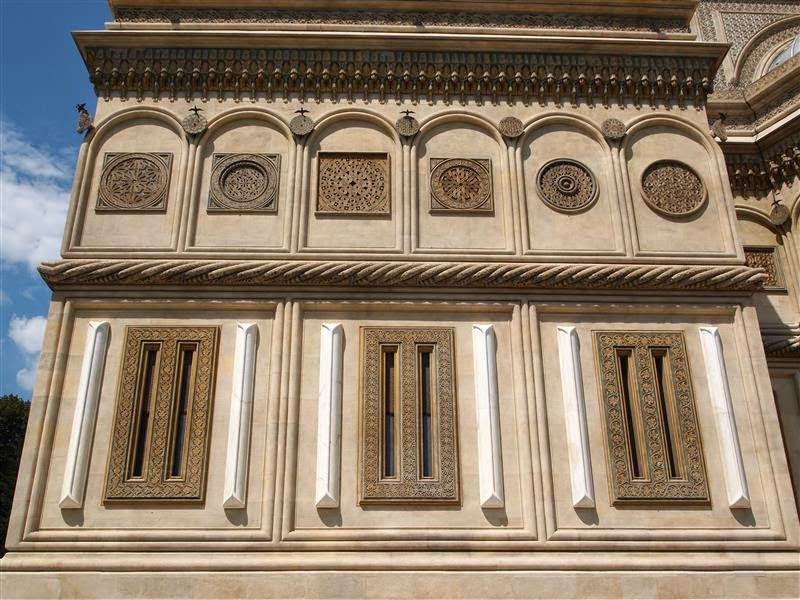 Fachada de la catedral de Curtea de Arges