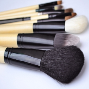 catwalk glamour makeup brushes