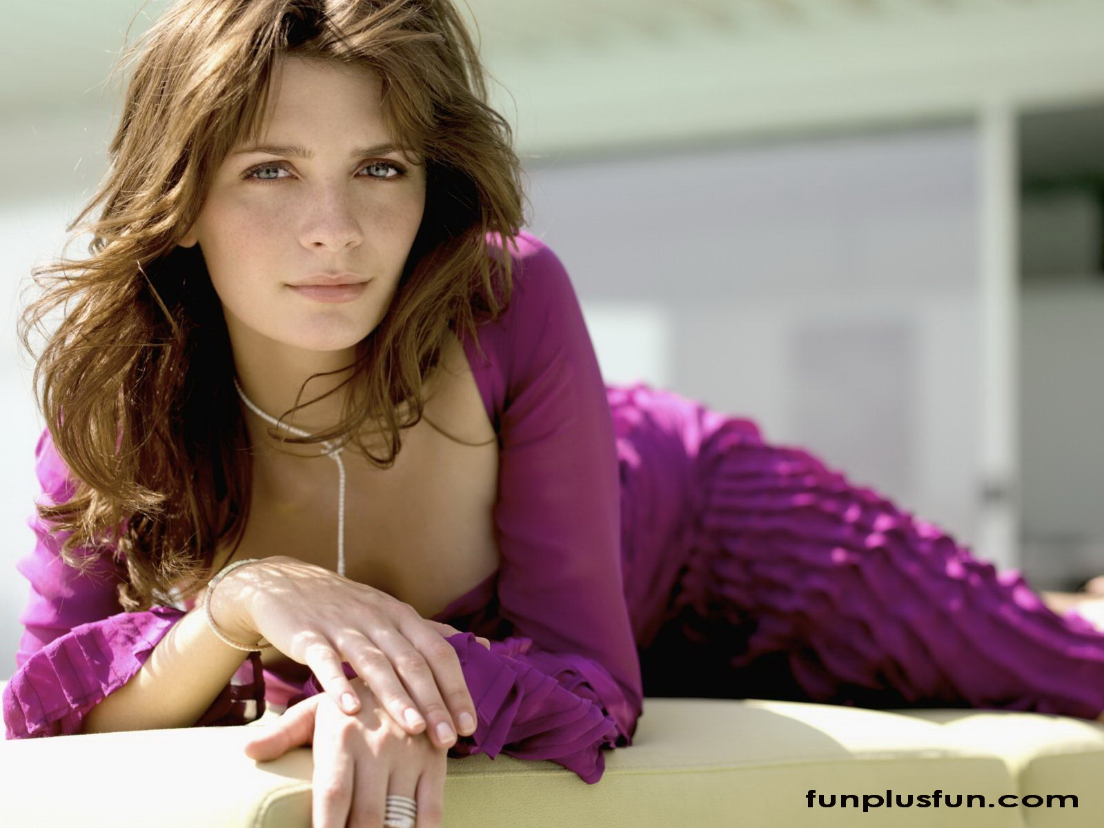 http://2.bp.blogspot.com/-vFhUXYNWPCg/T64dYNOFVeI/AAAAAAAAKzQ/w1PZftdzyFI/s1600/hot-wallpapers-of-hollywood-actress6.jpg
