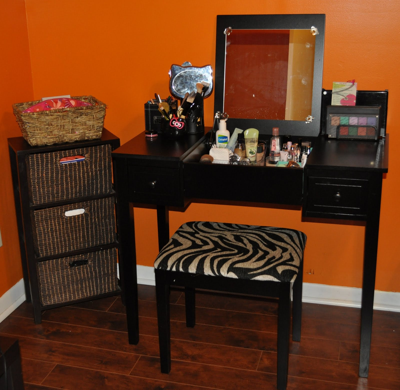 My make up area FALLING FOR MAKE UP