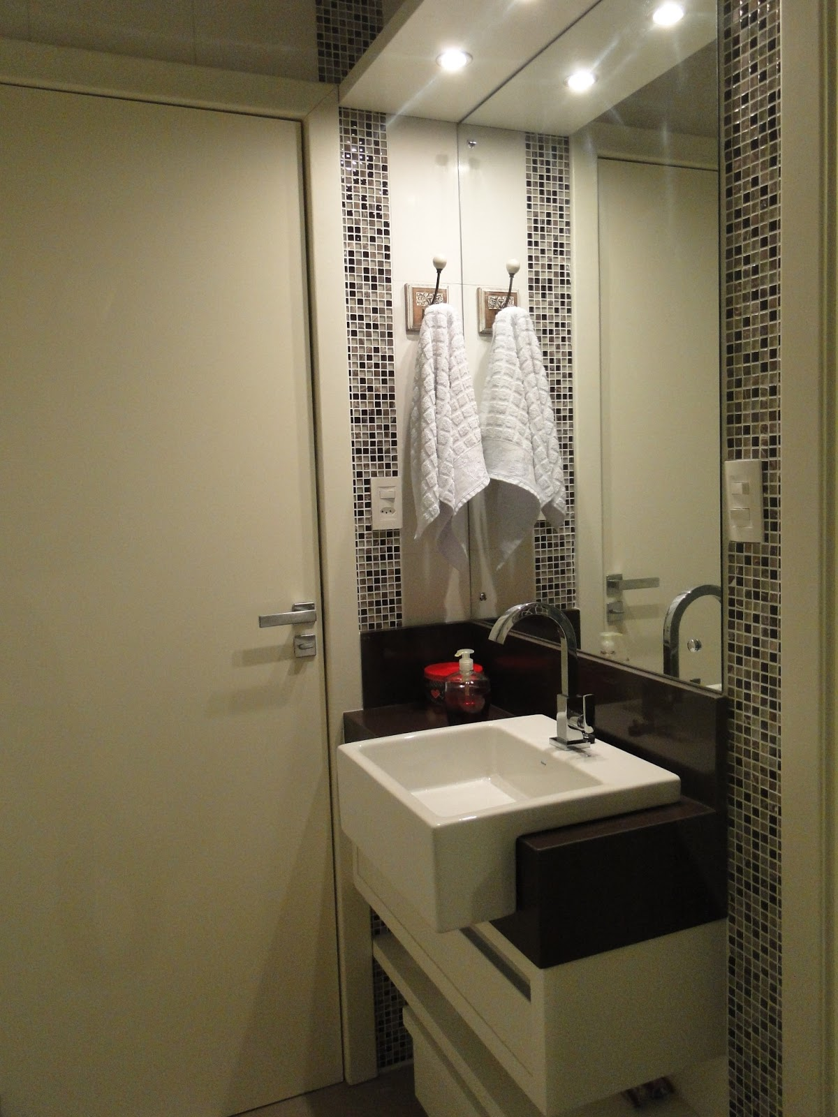 embase arquitetura para projetos de vida: Clínica de fisioterapia  #B71418 1200x1600 Banheiro Branco E Marron