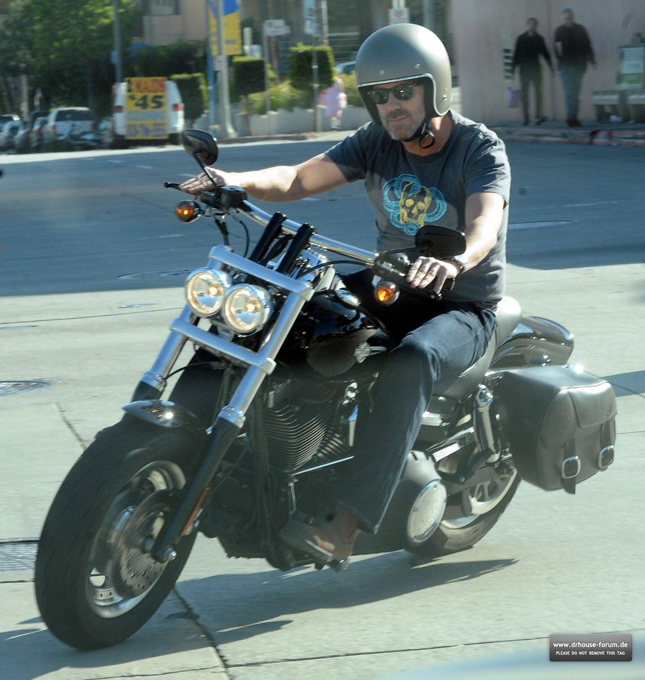 http://2.bp.blogspot.com/-vGCqzCeDYfU/T1P4b7uIwqI/AAAAAAAAA1I/6JhtzHozUis/s1600/Hugh+Laurie+-+Riding+his+Harley+Davidson+along+the+Sunset+Boulevard+-+March+201210.jpg