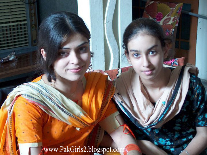 All girls beuty wallpapers pakistani girls home pictures for Home wallpaper karachi