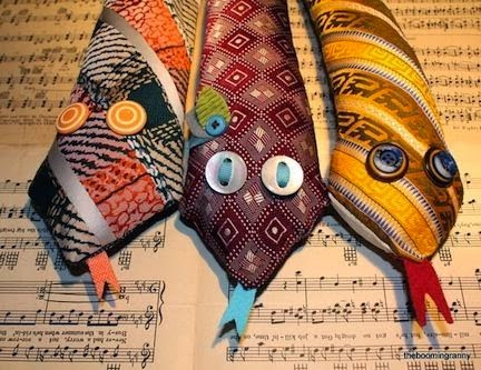 Photo Hacks With Everyday Objects Using >> 33 Ideas For Old Ties   Do it yourself ideas and projects