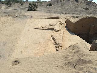 El arqueólogo Jorge Montenegro Cabrejo explica que este cerro fue visto por primera vez en el año 1990, pero nunca se profundizaron sus investigaciones para hallar las plataformas a través de excavaciones.